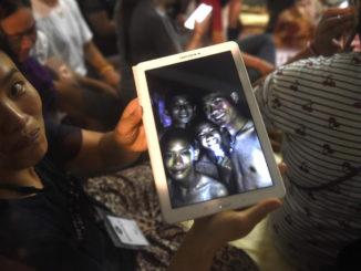 Thailandske fodbolddrenge fundet i live